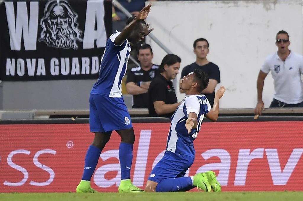 PÚBLICO - FC Porto vence Troféu Cidade de Guimarães