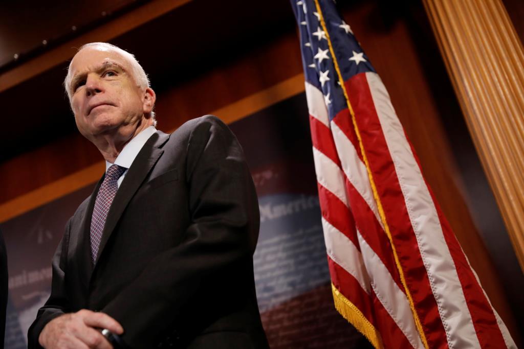 O senador John McCain foi decisivo na votação contra o fim do Obamacare