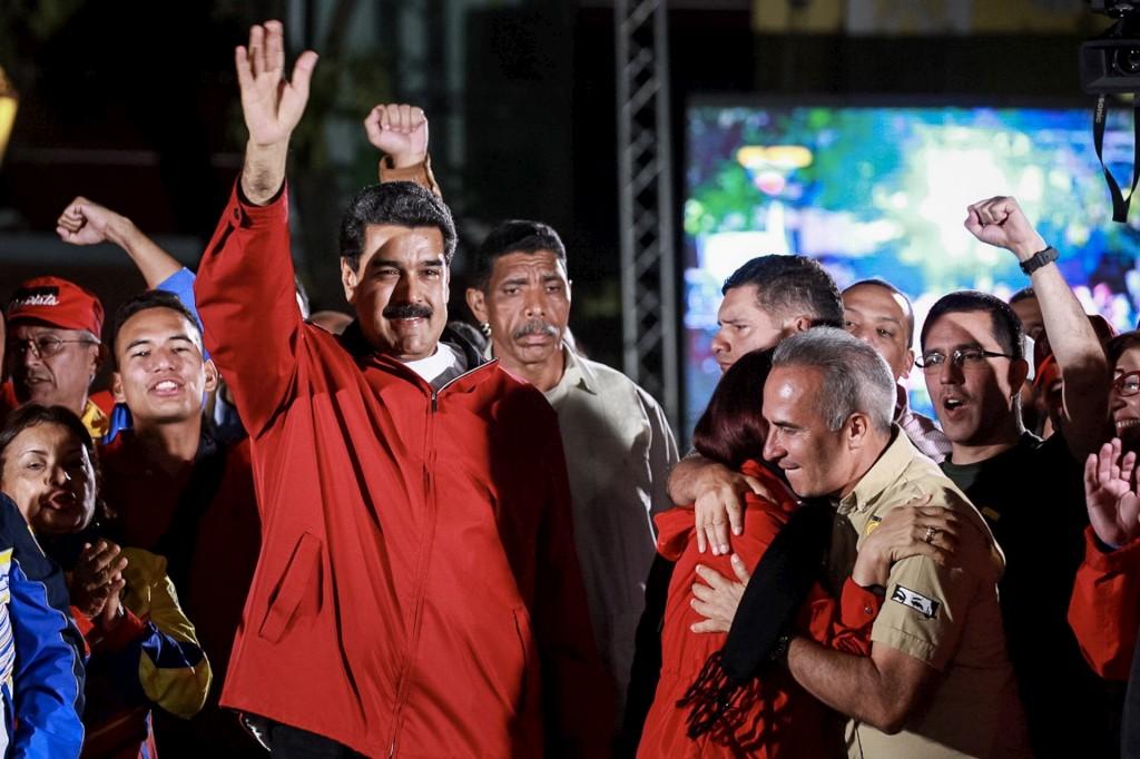 """Enquanto Nicolás Maduro fala numa """"grande vitória"""", a oposição denuncia uma gigantesca fraude"""