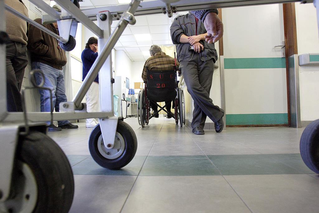 Resultado de imagem para Governo quer adaptar urgências dos hospitais aos doentes idosos