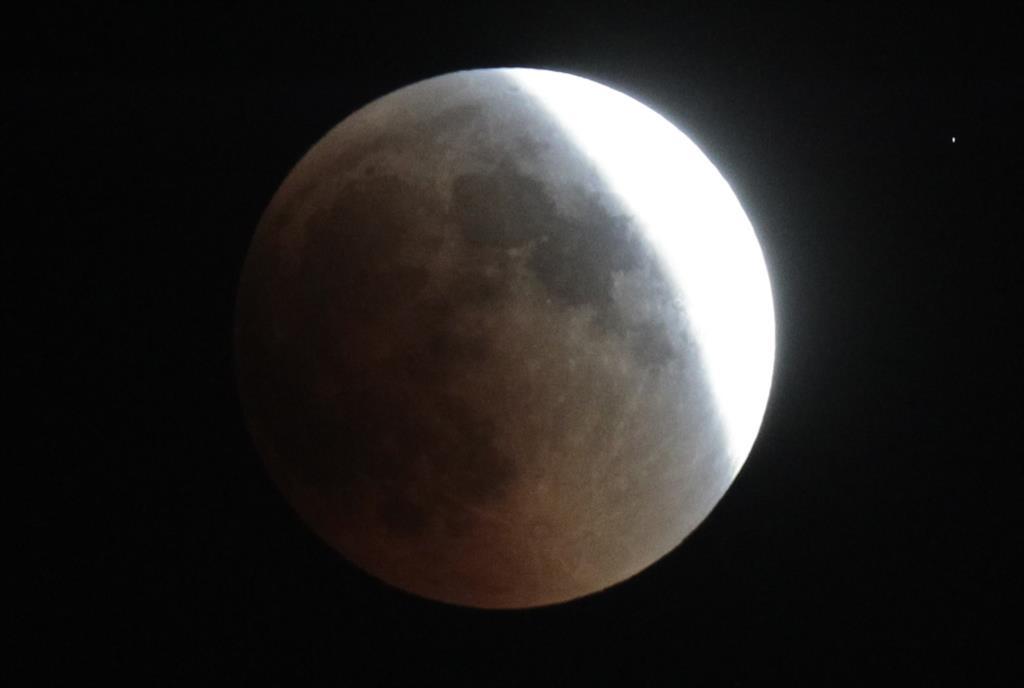 O eclipse parcial da Lua vai durar cerca de cinco horas
