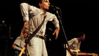 <i>Stop Making Sense</i> registou  o espectáculo da digressão de <i>Speaking in Tongues</i>, o quinto álbum da banda nova-iorquina, o de <i>Burning down the house </i> ou <i>This must be the place </i> (<i>naïve melody</i>)