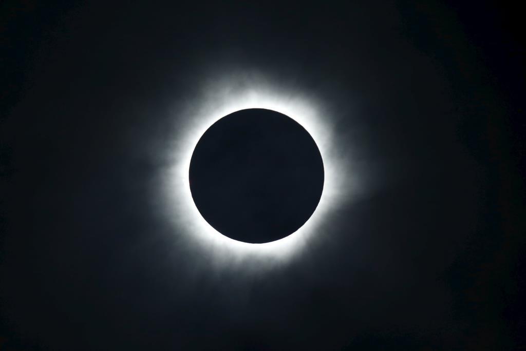 Eclipse solar total visto da Indonésia em 2016