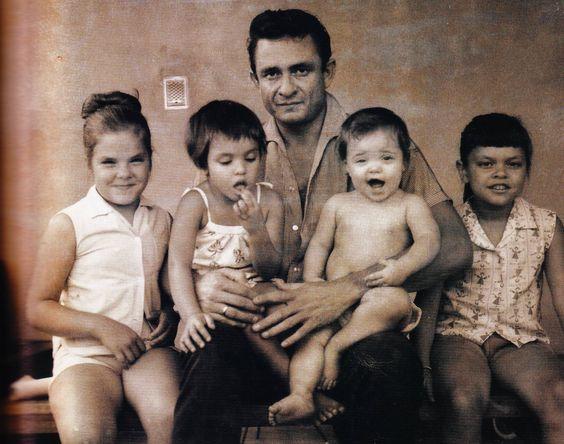 PÚBLICO - Filhos de Johnny Cash não gostaram de ver o nome do pai ligado aos extremistas de Charlottesville