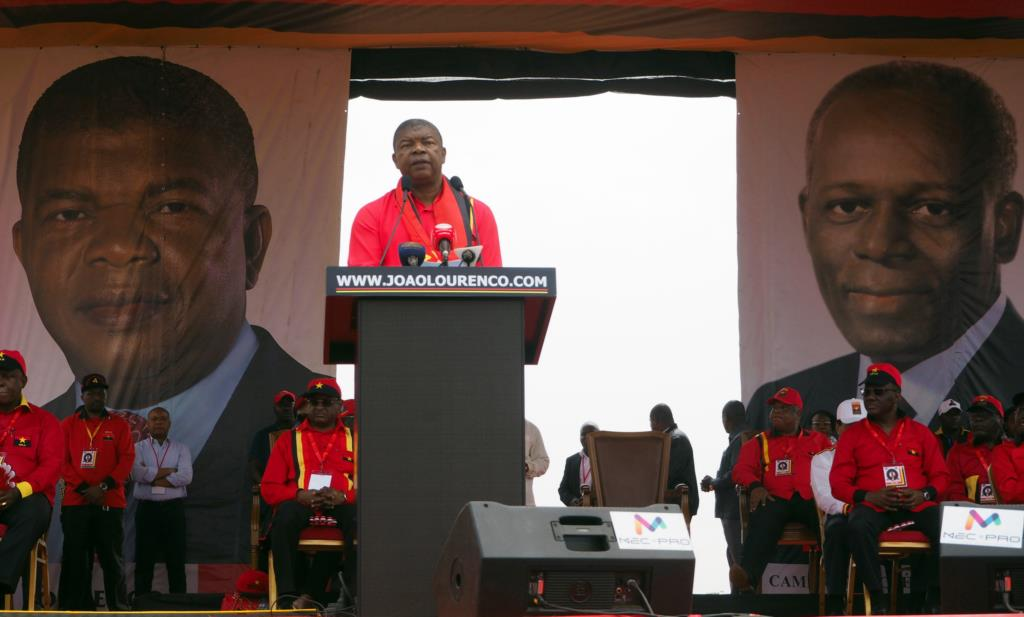PÚBLICO - Angola inicia um novo ciclo sem José Eduardo dos Santos na presidência
