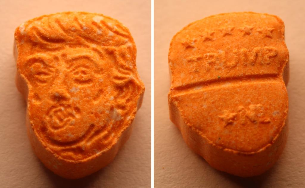 PÚBLICO - Cinco mil pílulas de ecstasy com a cara de Trump apreendidas na Alemanha