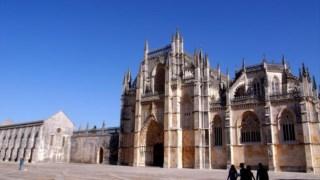 """A frente do Mosteiro da Batalha vai receber uma """"barreira acústica"""" para reduzir a poluição sonora e preservar o monumento."""