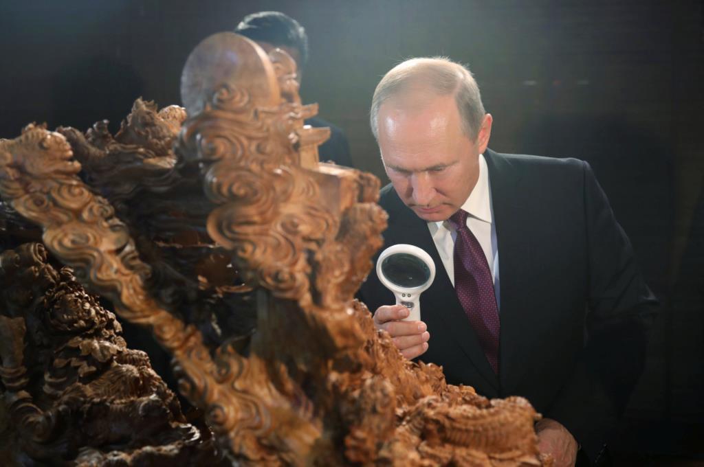 """PÚBLICO - Vladimir Putin contesta acusações de """"censura"""" a Kirill Serebrennikov"""