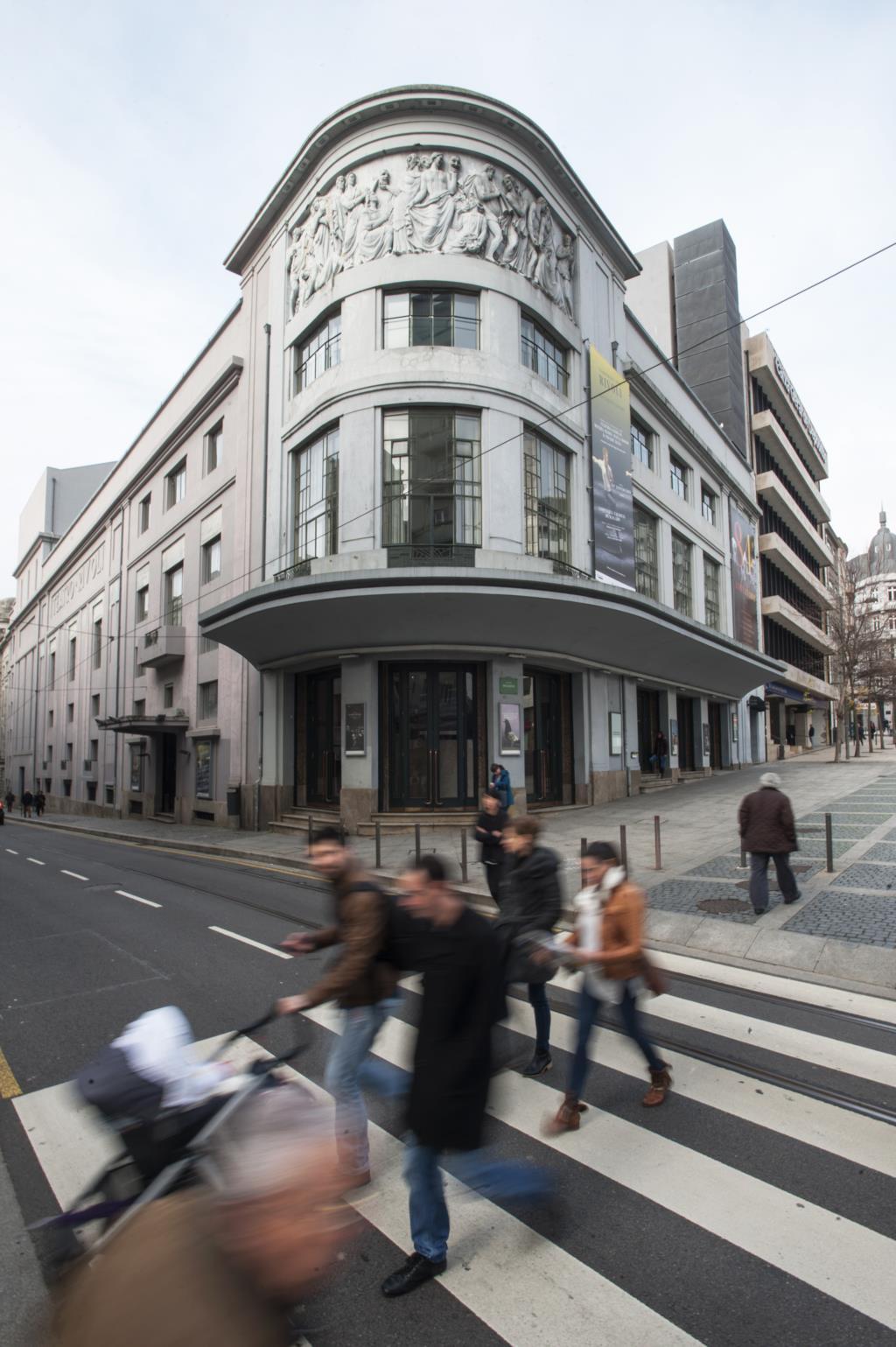 PÚBLICO - Três anos e 350 mil espectadores depois, o Teatro Municipal do Porto dá o salto para o estrangeiro