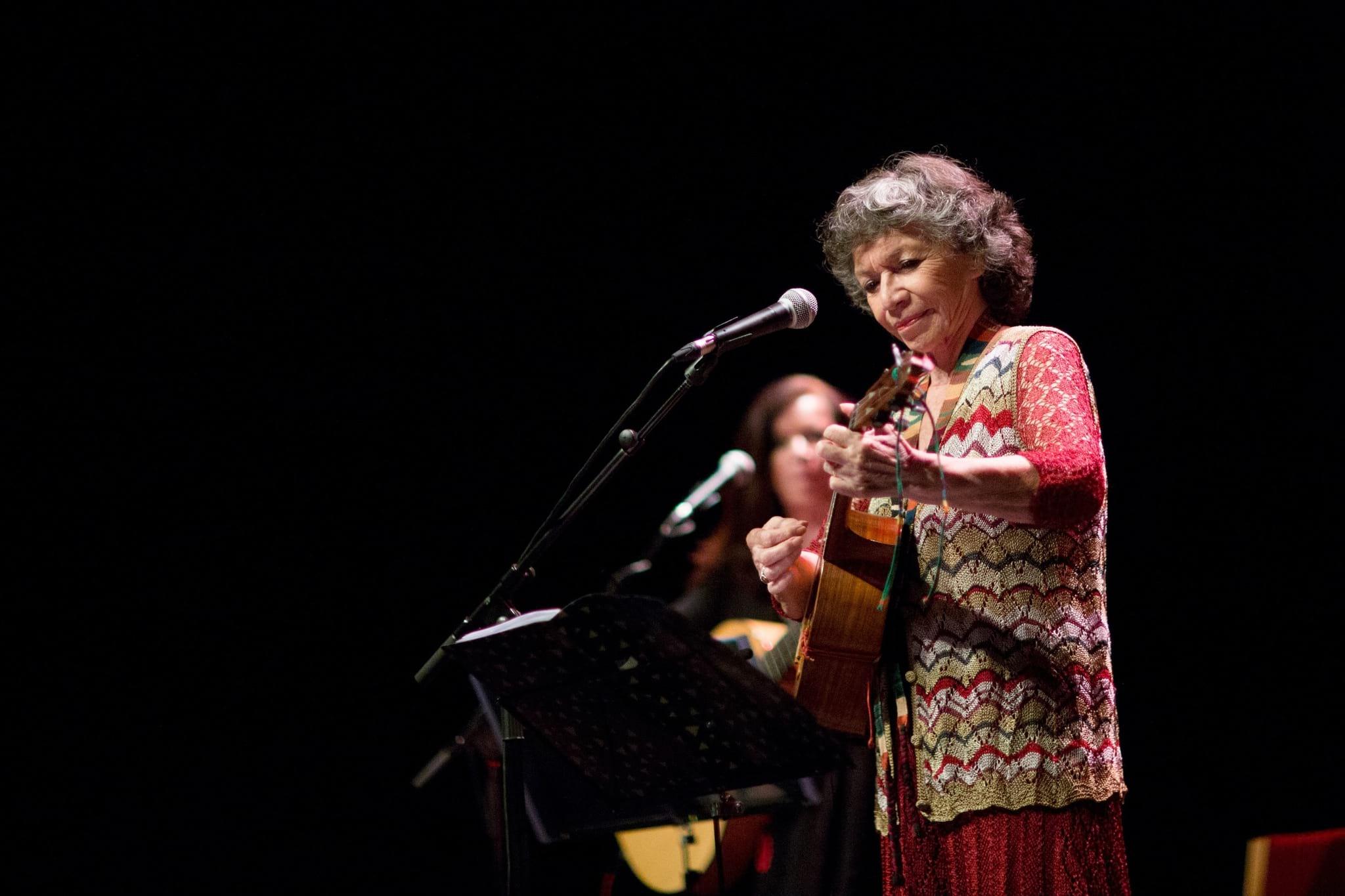 PÚBLICO - Graças à vida e à música ainda temos Violeta para mais séculos