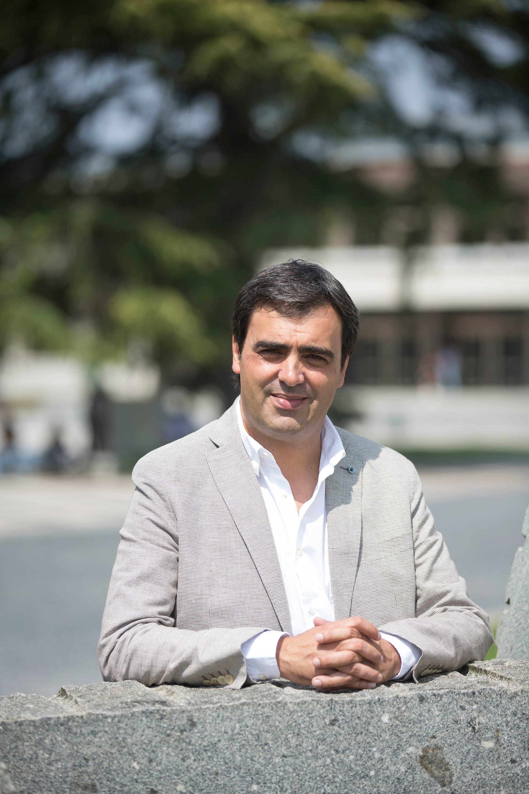 PÚBLICO - Ele dedica-se a homenagear pessoas com sucesso e chama a isso fazer turismo pessoal