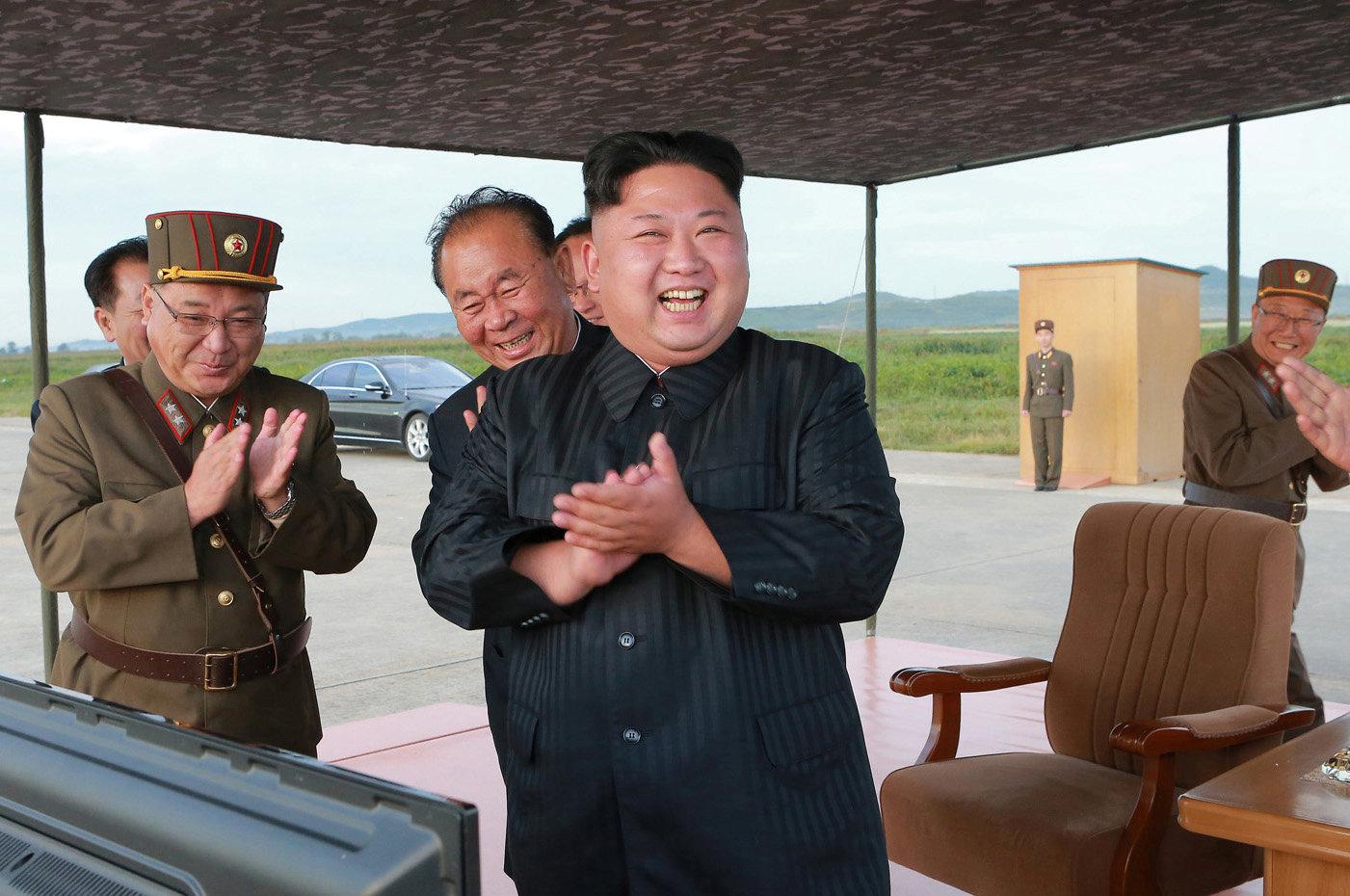 Imagem distribuída pela Coreia do Norte do momento do lançamento do míssil de sexta-feira