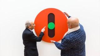 Pedro Cabrita Reis, à direita, com Jorge Pinheiro na exposição dedicada à obra deste artista em Serralves