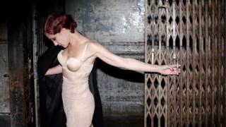 Adriana Queiroz fotografada para a promoção de <i>KW - Kurt Weill</i>