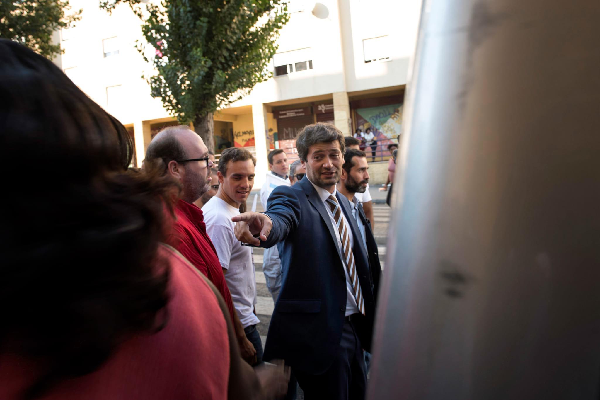 PÚBLICO - André Ventura foi à Quinta da Fonte, mas passou longe dos ciganos