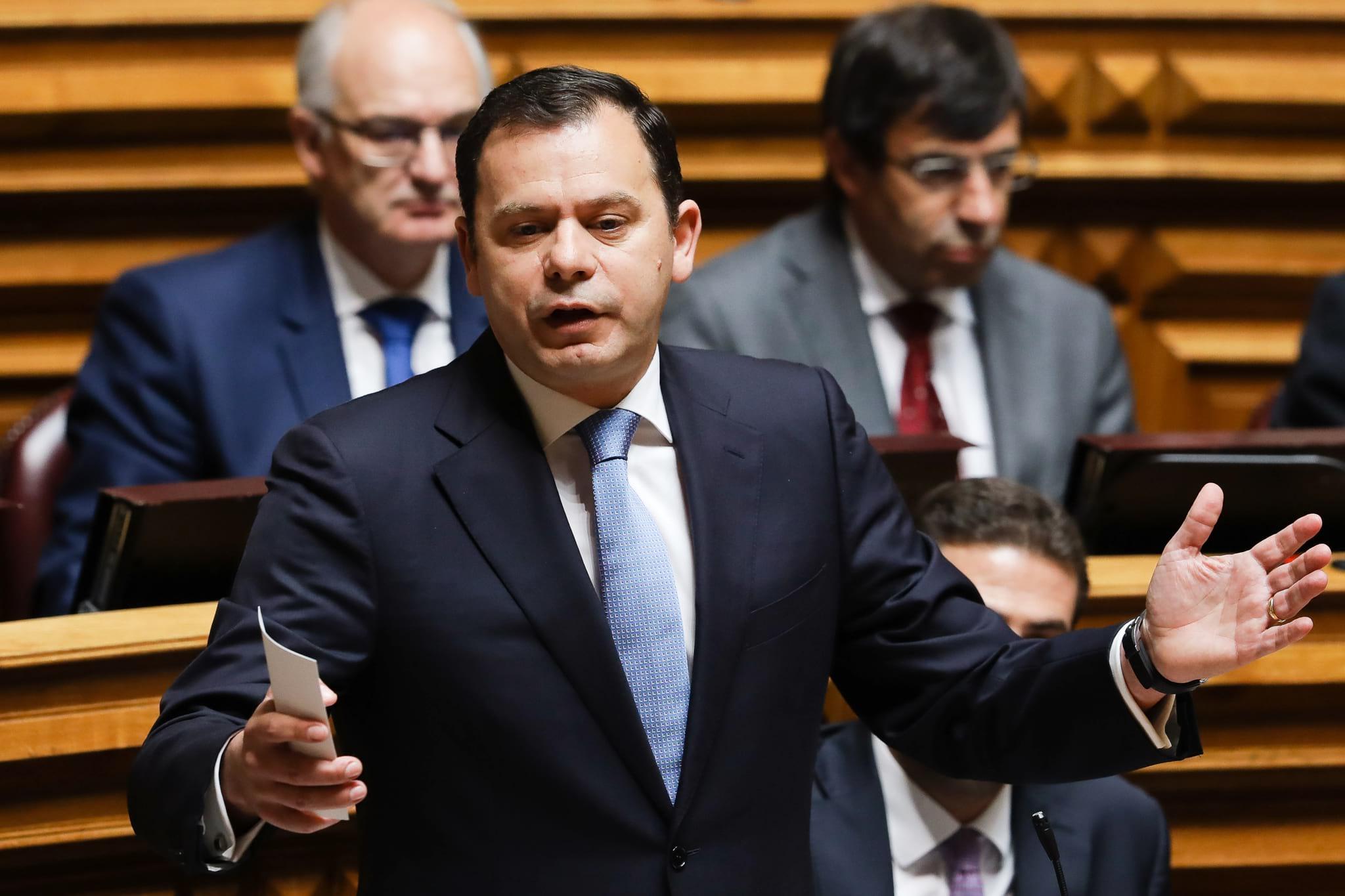 PÚBLICO - Preocupado, Luís Montenegro espera que o país não perca fundos comunitários