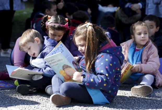 PÚBLICO - Como afastar as crianças dos ecrãs e levá-las a desfrutar dos livros