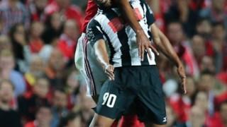 Fabrício e Luisão lutam pela posse de bola
