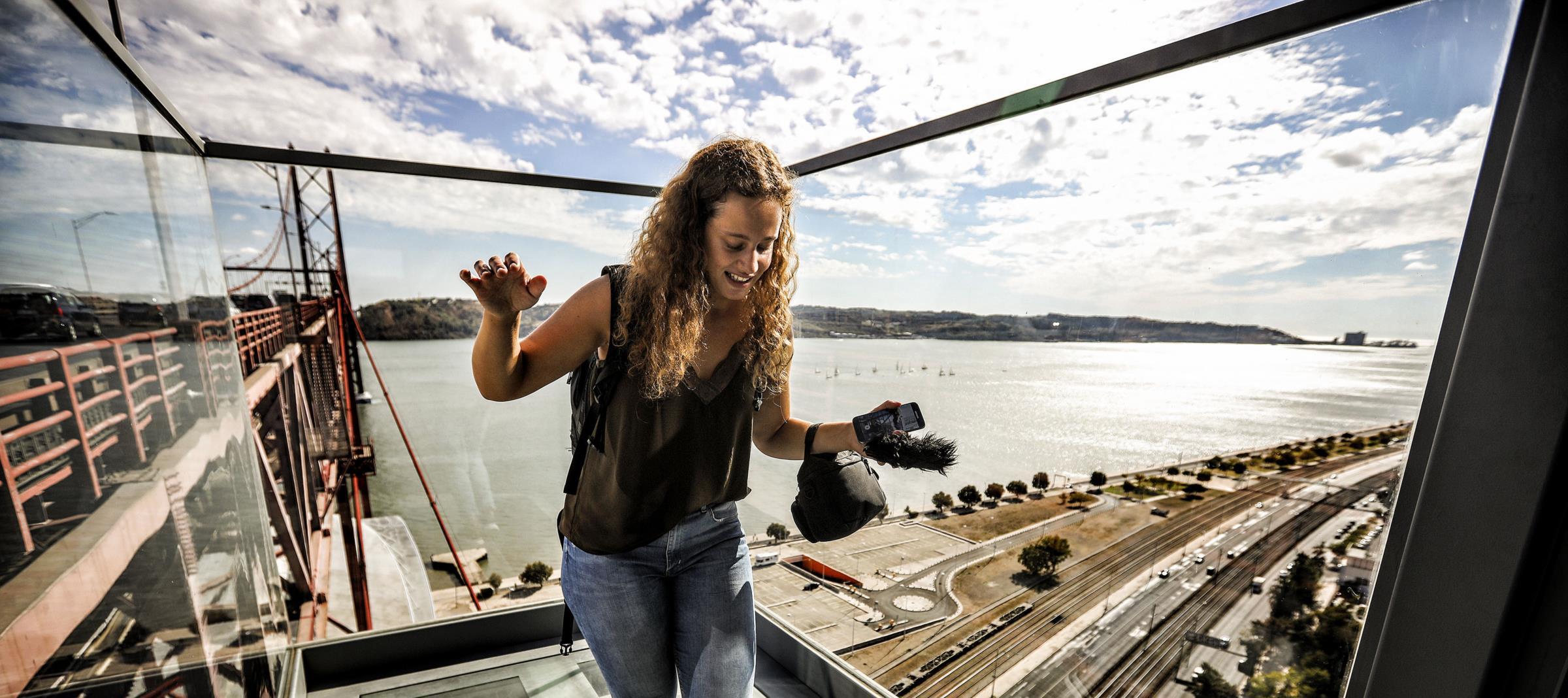 PÚBLICO - Só para quem não tem vertigens: miradouro da Ponte 25 de Abril abre na próxima semana