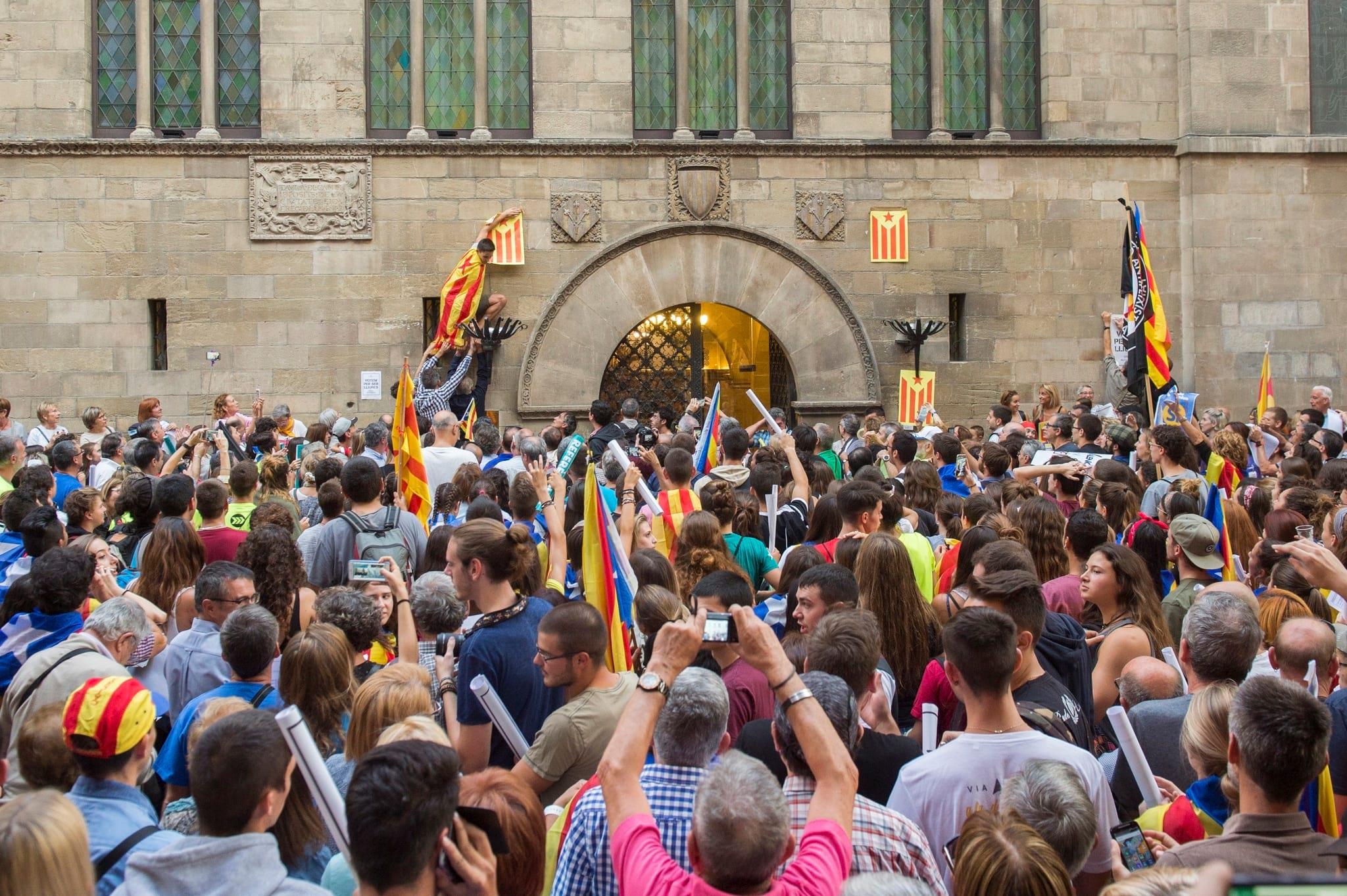 """PÚBLICO - """"As próximas horas e dias vão ser muito duros na Catalunha"""""""