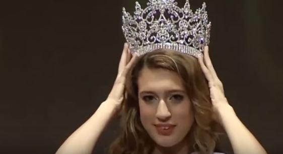 PÚBLICO - <i>Tweet</i> sobre menstruação e golpe de Estado custa coroa a Miss Turquia