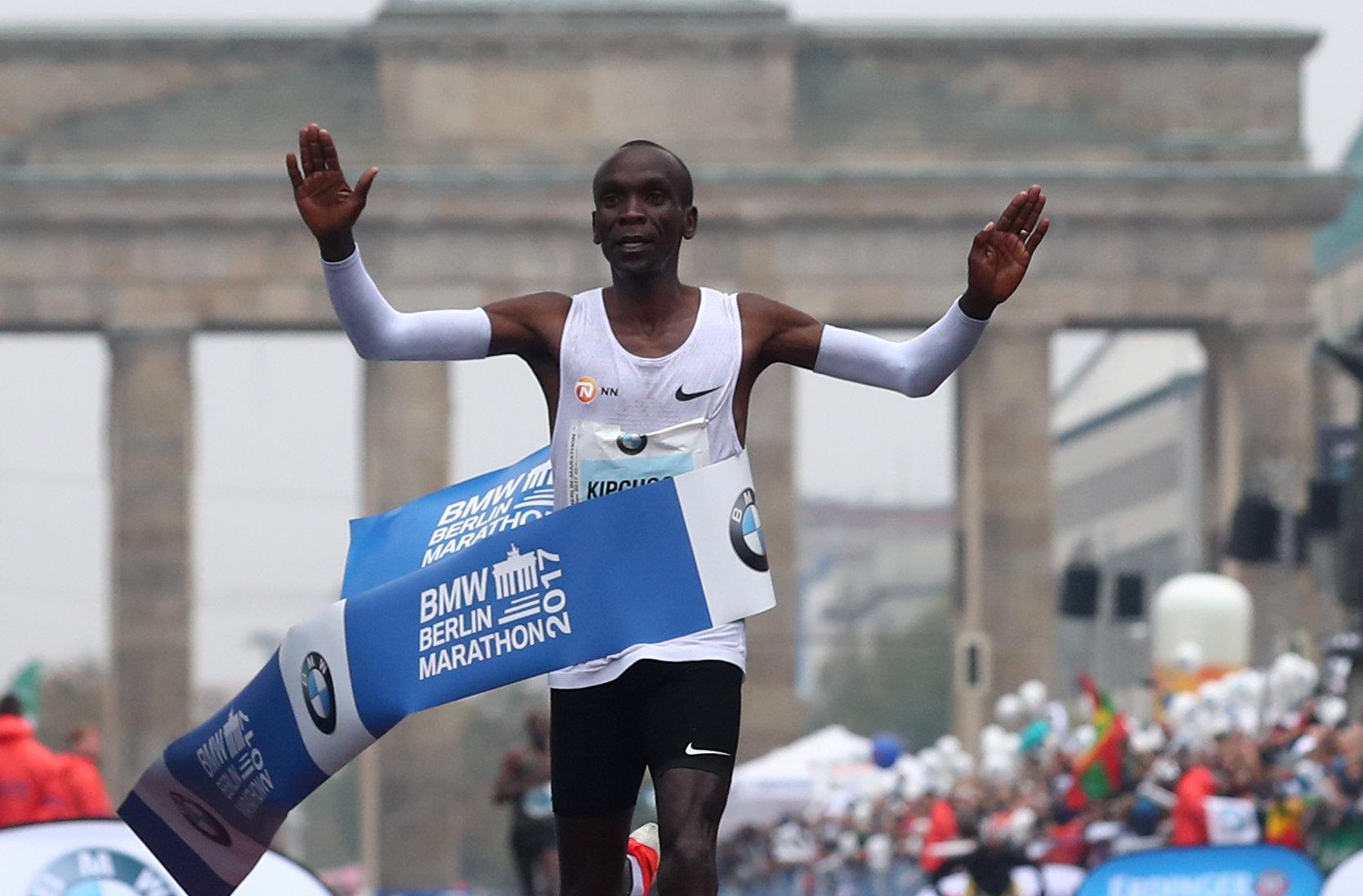 PÚBLICO - Kipchoge ganha maratona de Berlim, mas recorde do mundo permanece de pé