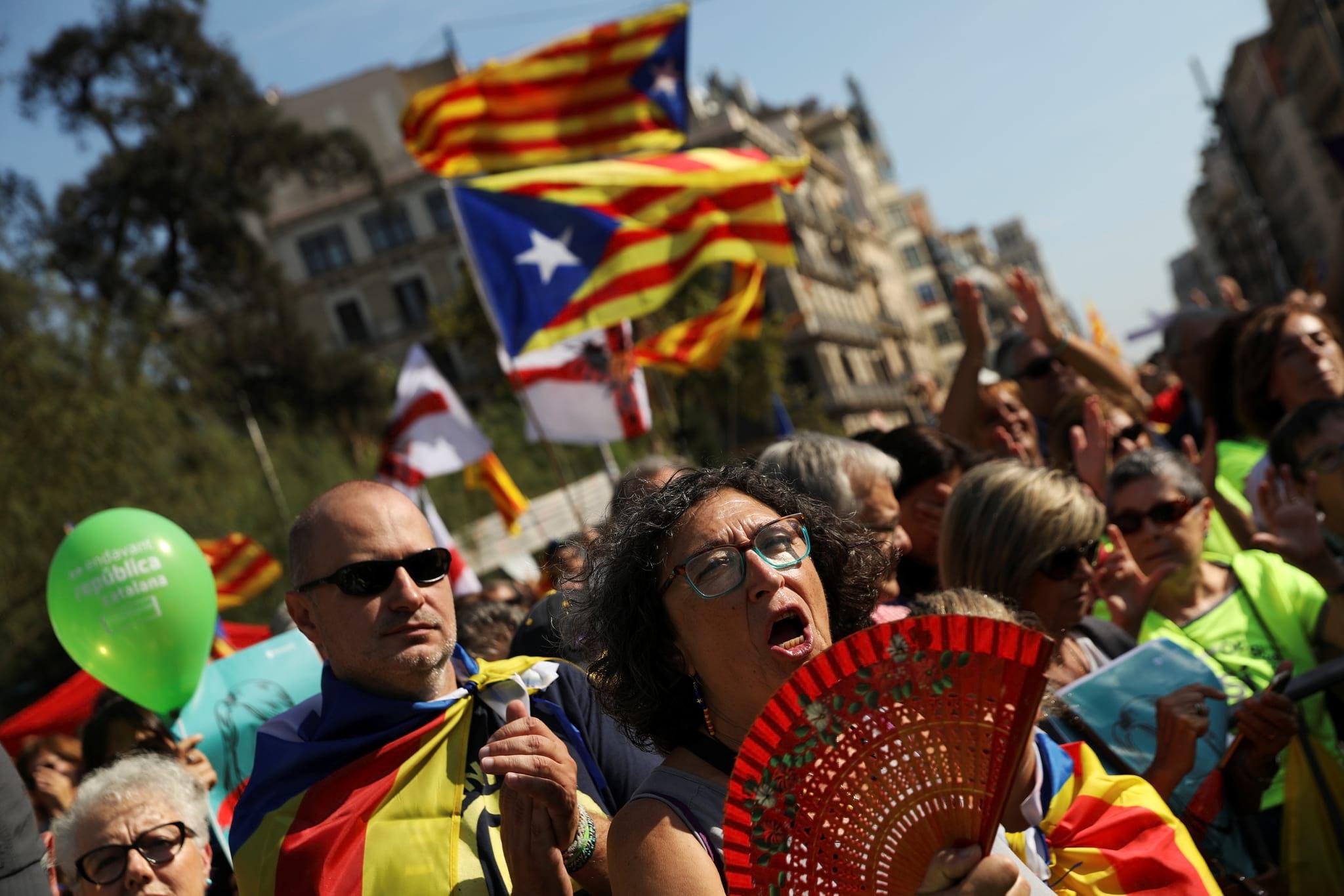 PÚBLICO - Líder do PSOE desafiado a retirar apoio a Rajoy na gestão da crise catalã