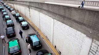 O sector dos táxis tem organizado várias manifestações contra as plataformas de transporte de passageiros, como a Uber e a Cabify
