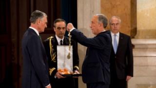 De Presidente para ex-Presidente: Marcelo condecora Cavaco com o Grande Colar da Ordem da Liberdade
