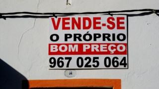 """Ao contrário do """"bom preço"""" do anúncio, as casas estão caras em Portugal."""