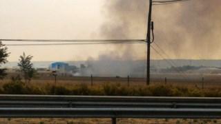 Fumo a elevar-se da base aérea de Torrejon de Ardóz