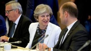 Theresa May teve uma recepção cordial em Bruxelas