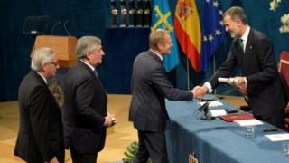 Antonio Tajani, Jean Claude Juncker e Donald Tusk receberam o prémio