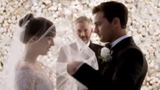Os protagonistas continuam a ser os actores Jamie Dornan, no papel de Christian Grey, e a actriz Dakota Jonhson como Anastacia Steele