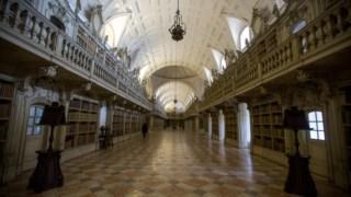 A biblioteca é uma das maiores jóias do Palácio Nacional de Mafra