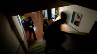 Técnicos e educadores não podem impedir jovens de saírem das residências de acolhimento