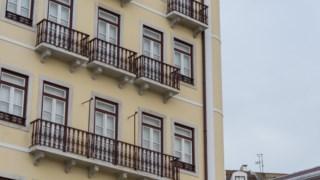 Segundo o documento, a pressão turística aumenta os preços e faz com que mais e mais apartamentos sejam oferecidos para aluguer a turistas em vez de residências permanentes