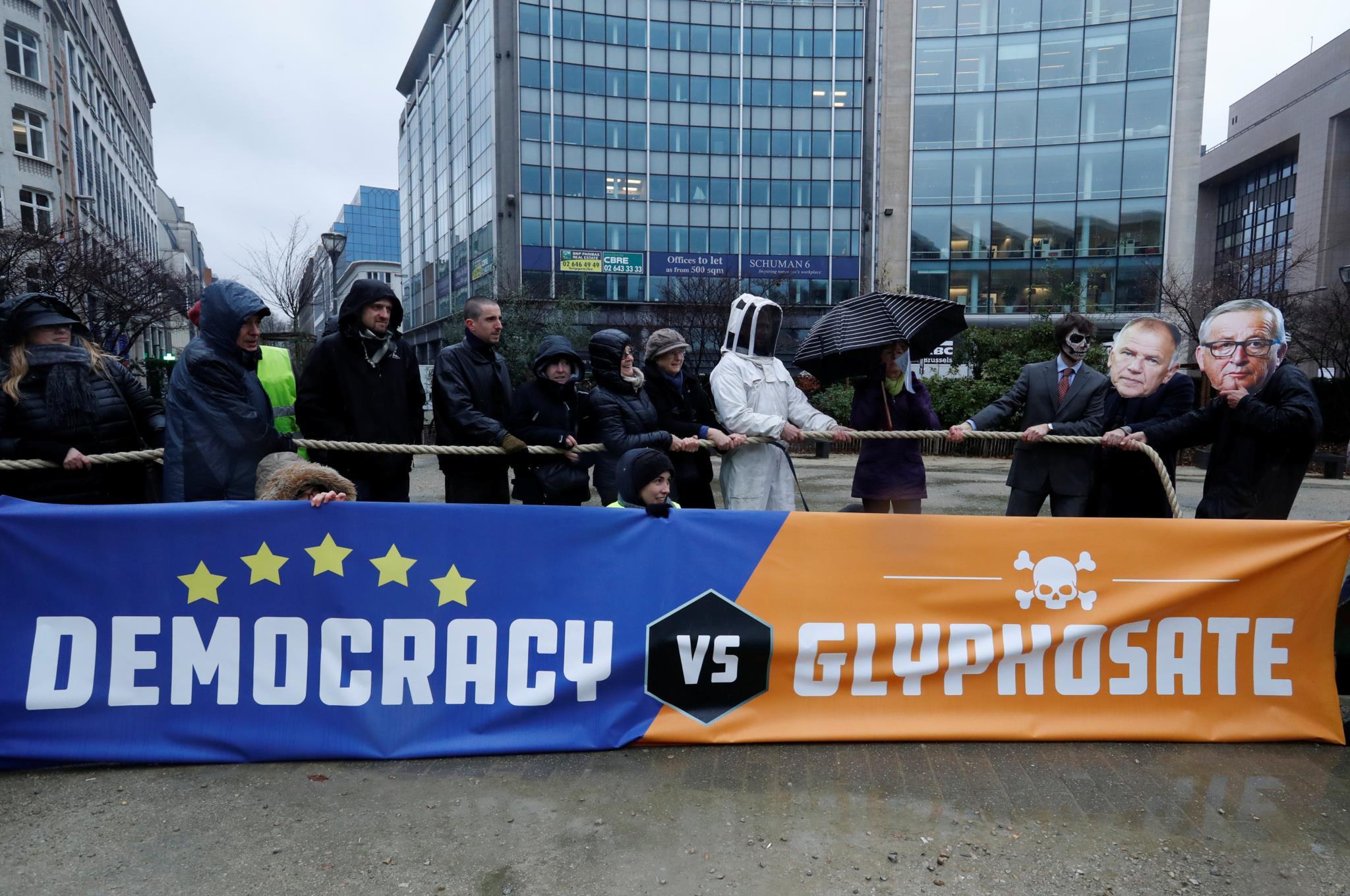 Manifestação em Bruxelas esta segunda-feira contra a aprovação do uso do glifosato