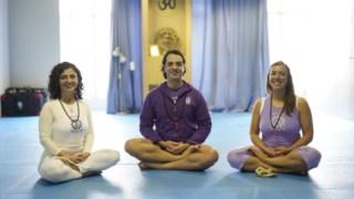 Catarina, Paulo e Ana dirigem centros de ioga