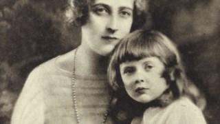 Agatha Christie com a filha Rosalind