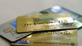 Acumulação de cartões de crédito pode ser o início de desequilíbrio financeiro do consumidor.