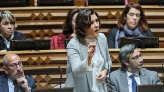 A líder do CDS-PP pede mecanismos legais