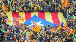 Os catalães vão a votos a 21 de Dezembro para eleger um novo governo regional. Em pano de fundo, a crise desencadeada pela realização de um referendo à independência, que Madrid declarou ser ilegal