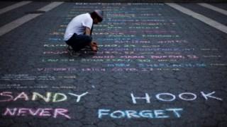Memorial às vítimas do tiroteio na escola Sandy Hook