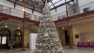 Segunda maior árvore de Natal do mundo construída em porcelana
