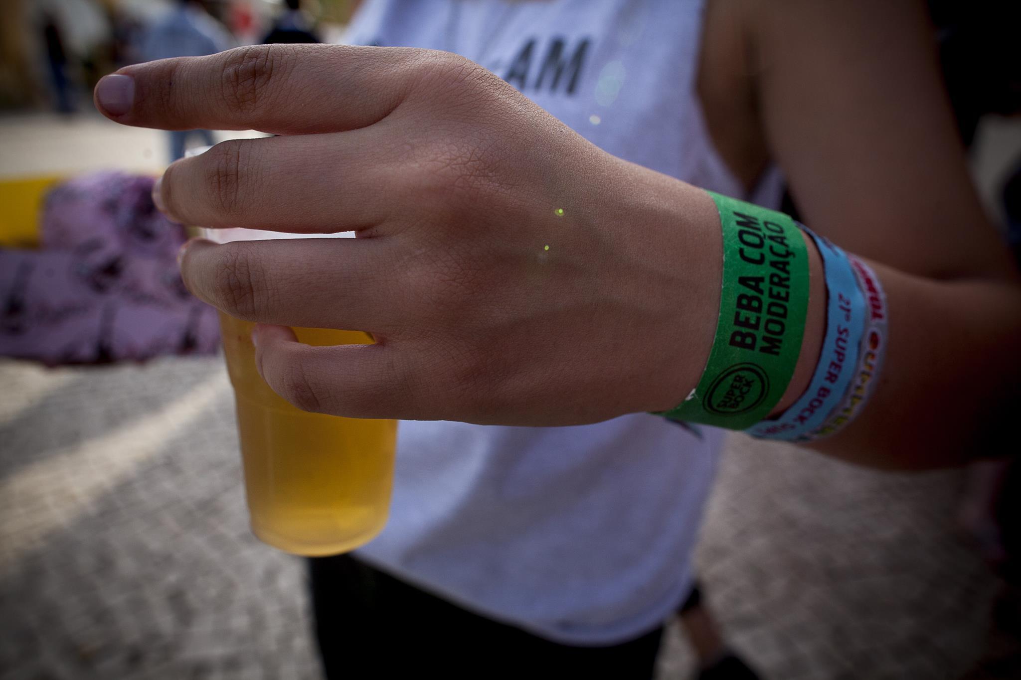 Quase três quartos dos adolescentes já experimentaram álcool