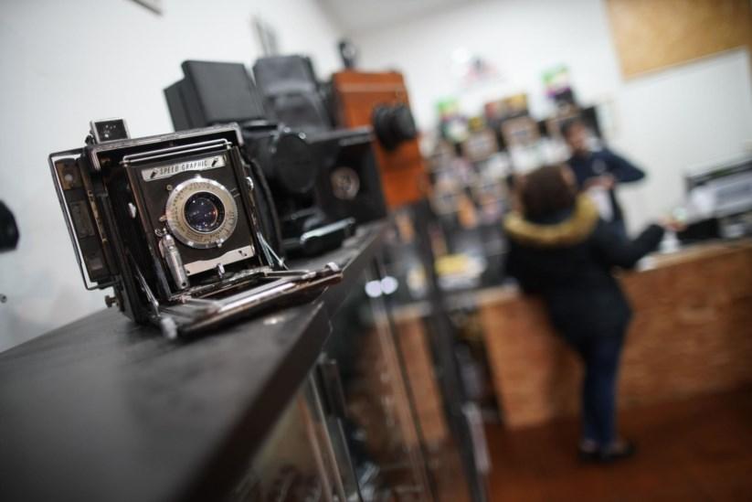 """99fd7ea982b Jovens são cada vez mais atraídos pelo que é velho. Um roteiro pelo Porto  das lojas """"vintage"""""""