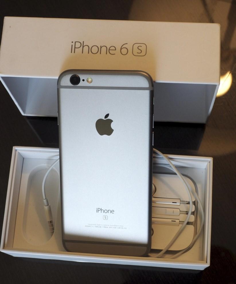 A Apple foi alvo de críticas depois de ter admitido que deliberadamente tornou alguns modelos do iPhone mais lentos quando a bateria estava com problemas