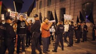 Manifestações de rua pressionaram solução.