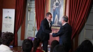 Ricardo Araújo Pereira e Marcelo Rebelo de Sousa no final de mais uma sessão de Escritores no Palácio
